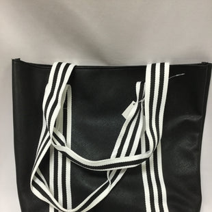 Primary Photo - BRAND:    CLOTHES MENTOR STYLE: TOTE COLOR: BLACK WHITE SIZE: MEDIUM OTHER INFO: MACYS - SKU: 155-155224-5955
