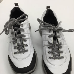Primary Photo - BRAND: CLARKS STYLE: SHOES ATHLETIC COLOR: GREY WHITE SIZE: 6 SKU: 155-155130-204880
