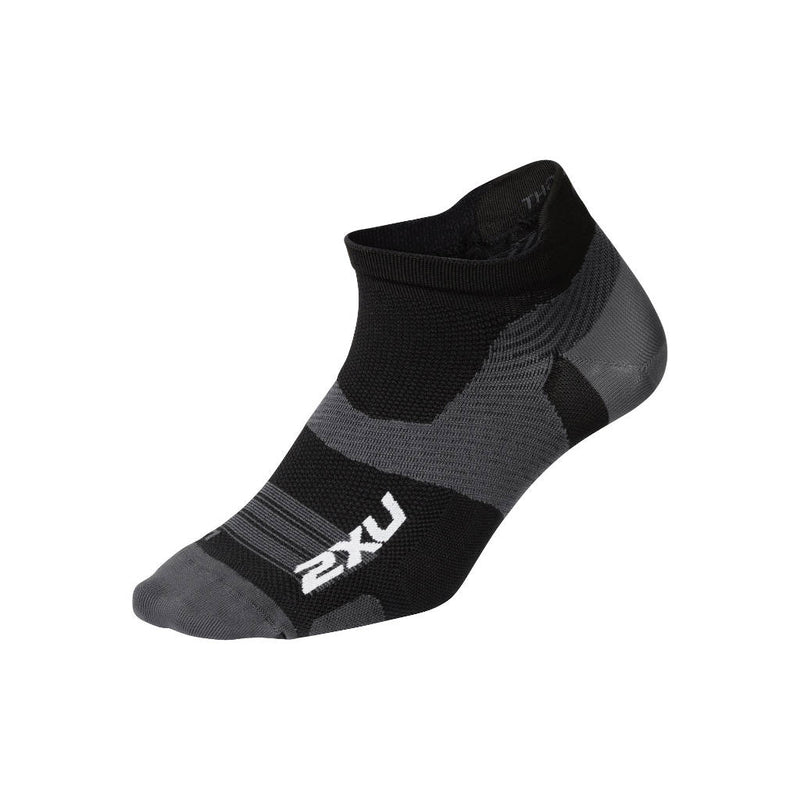 2XU Vectr Ultralight No Show Socken, schwarz/titanium