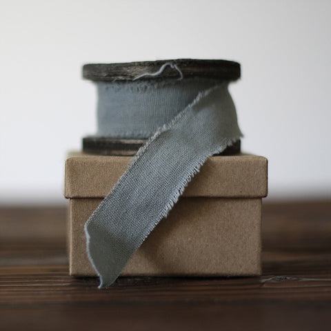 Blue Grey Linen Ribbon with Frayed Edges – 3m Roll