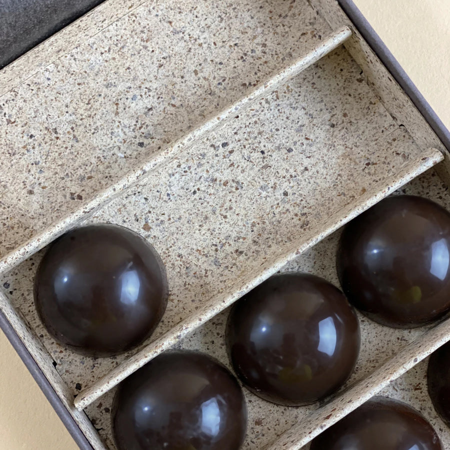 Healthful Belgian Chocolates van Chocolat Essentiel - HAPPY