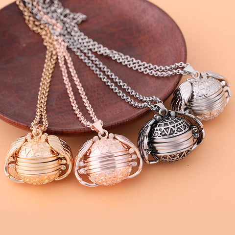 Cool Expanding Photo Locket Necklace Angel Wings