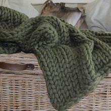 Load image into Gallery viewer, chunky knitted throw