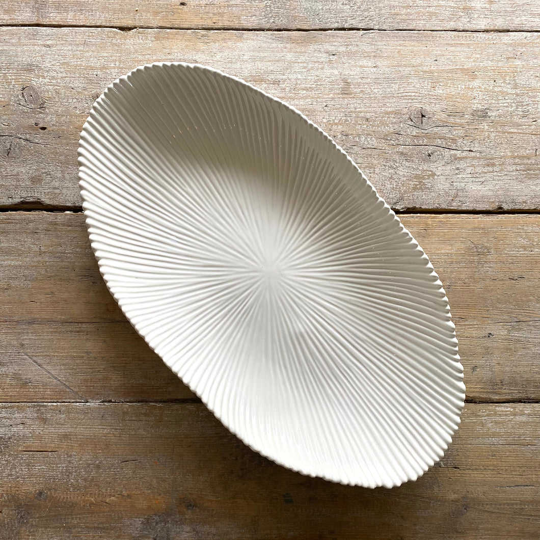 White, textured table platter