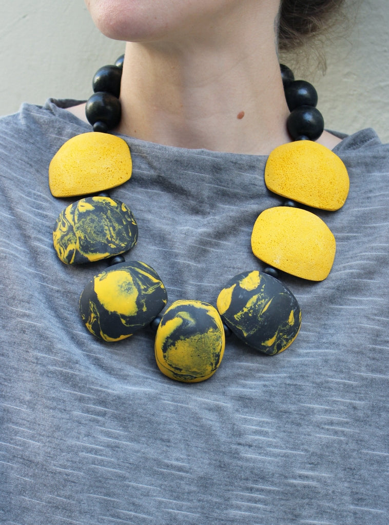 Gily Ilan Maya Necklace - Black And White - Moxie Tel-Aviv