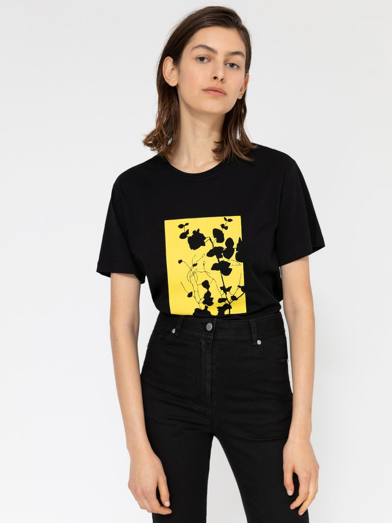 Hannah Wildflower Black T-shirt - Moxie Tel-Aviv