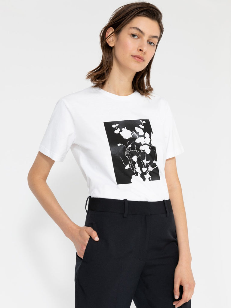 Hannah Wildflower White T-shirt - Moxie Tel-Aviv