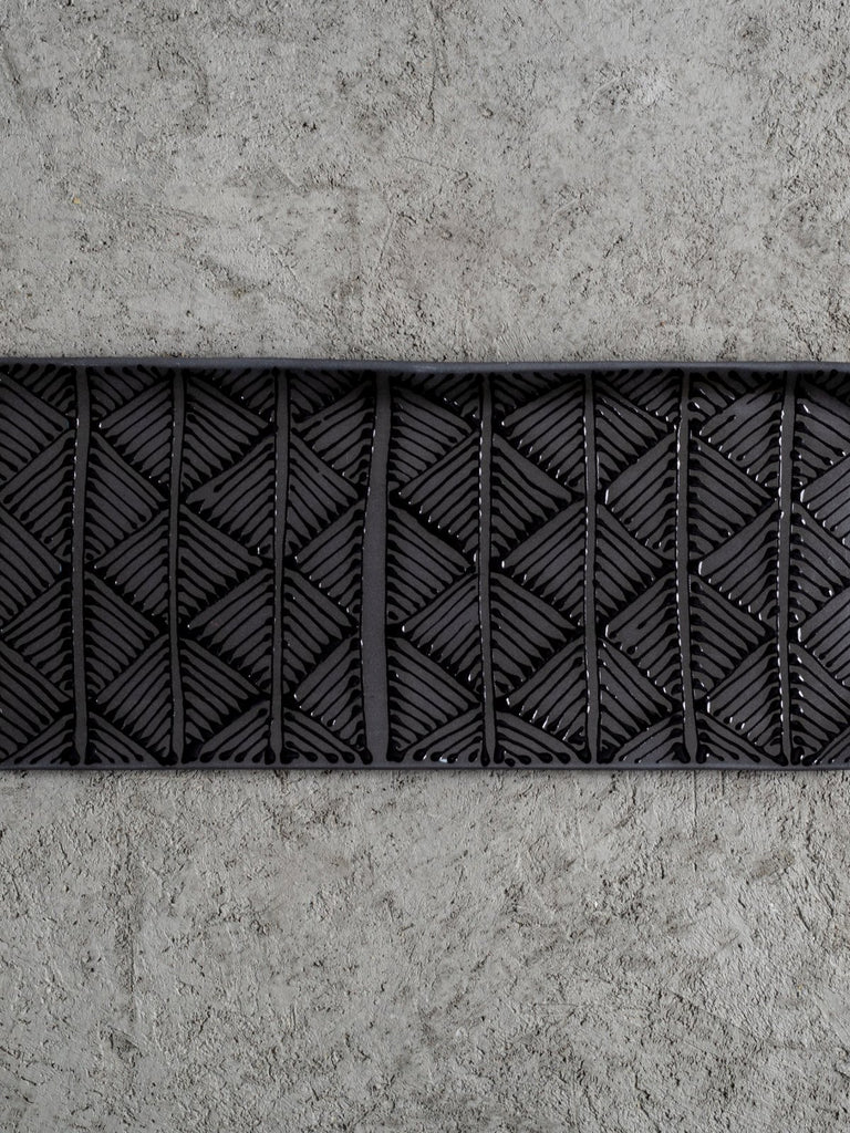 Maiyan Ben-Yona Medium Rectangular Tray - Black/Black Triangles - Moxie Tel-Aviv