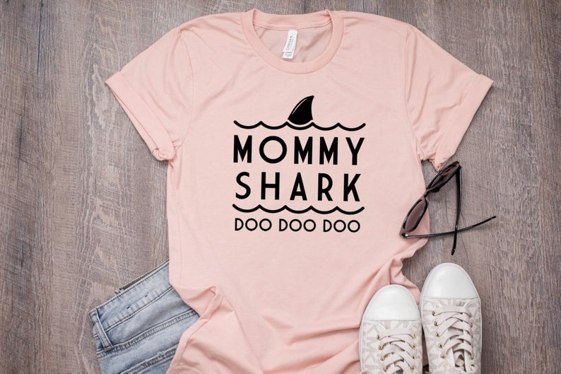Mommy Shark, Mommy Shark Doo Doo Doo Shirt, Mommy Shark Tee, Mom Shark T-Shirt, Mom Tee, Mom Gift, Shark Party, Shark Birthday, Mother's Day