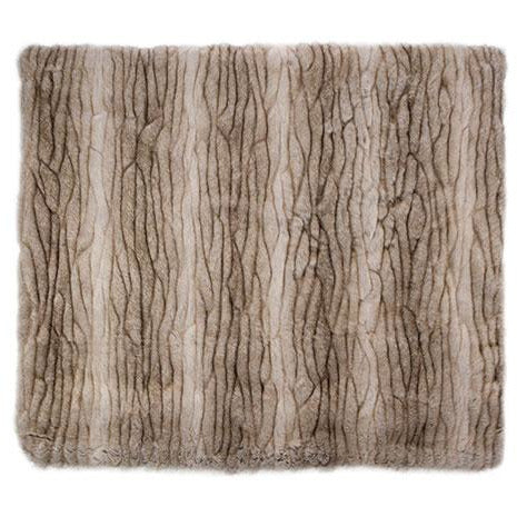 Bedford Collections Yukon Luxury Faux Fur Throw