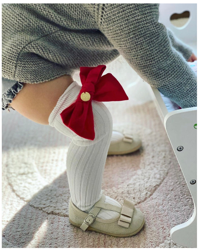 Petit maison Emma linen bow socks red