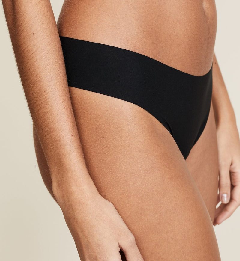 Commando Butter collection seamless thong black. Caroline Randell.