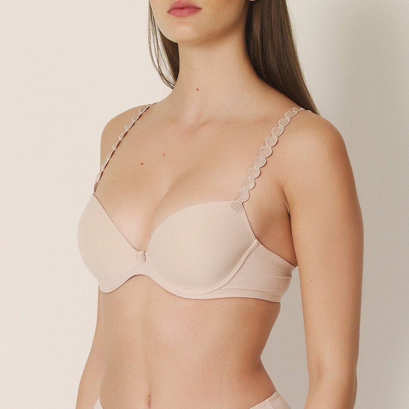 Marie Jo, Tom, caffe' latte, skin, smooth cup, plunge, t shirt bra, padded bra, multiway, with circles on the straps, Caroline Randell.