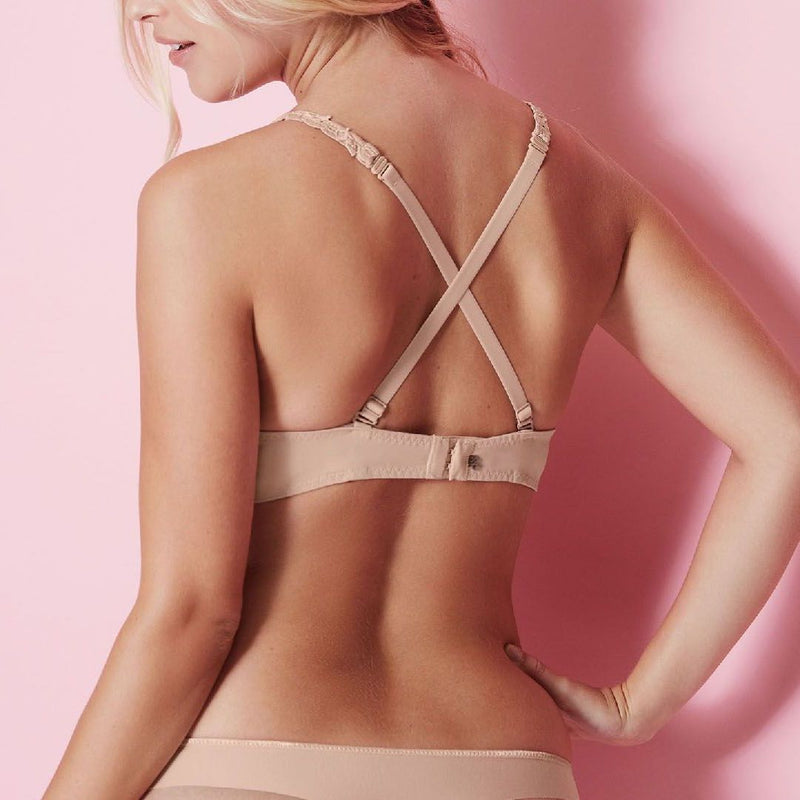 Simone Perele, spacer foam cup, smooth, tshirt, sweetheart shape, underwired, bra, in nude, beige colour, with embroidery detail along the band and strap, adjustable straps, which clip into a halter and racer back, Caroline Randell