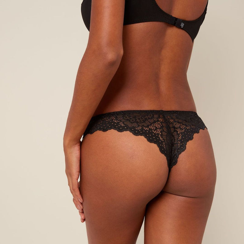 Simone Perele, Caresse, thong, italian tanga, black, flat lace on sides at the front and all on the back, Caroline Randell.