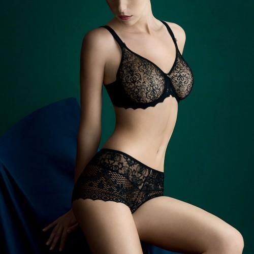 Empreinte, Cassiopee, Underwired seamless bra, DD+, in Black , invisible T-shirt bra, with embroidered underband. Caroline Randell