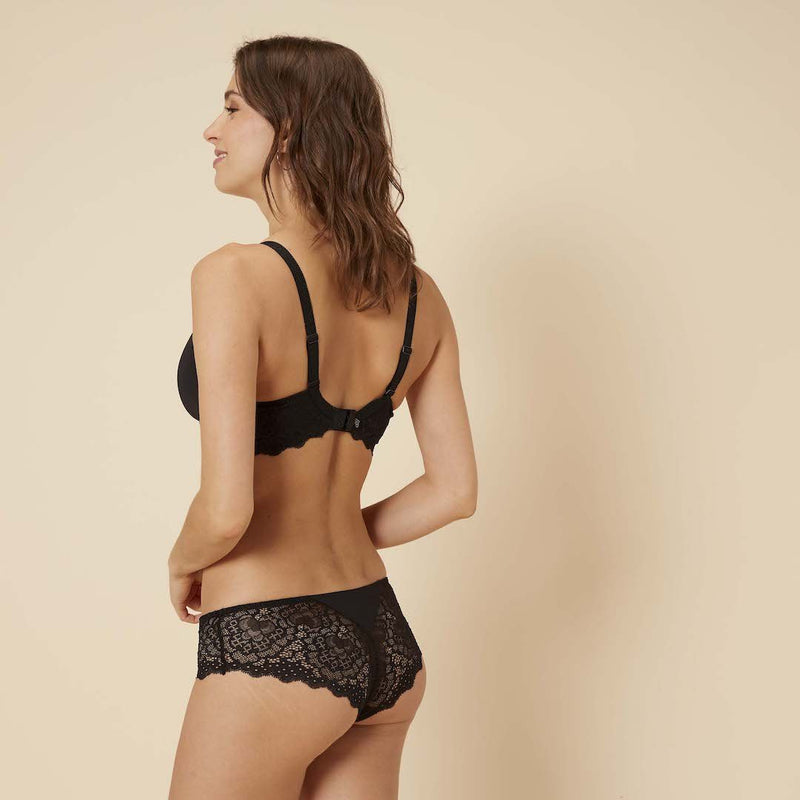 Simone Perele, Caresse, lacey seamless, short, hot pant, knicker, full lace back and front, in black, natural.