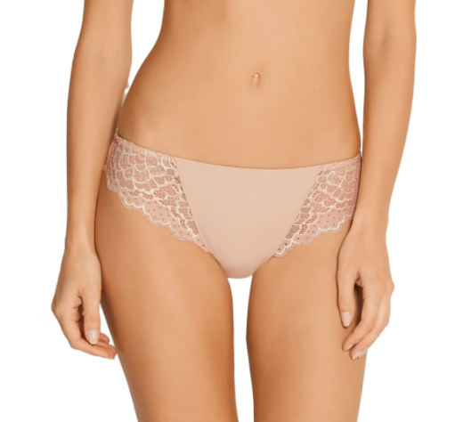 Simone Perele, Caresse, thong, italian tanga, beige, peau rose, flat lace on sides at the front and all on the back, Caroline Randell.