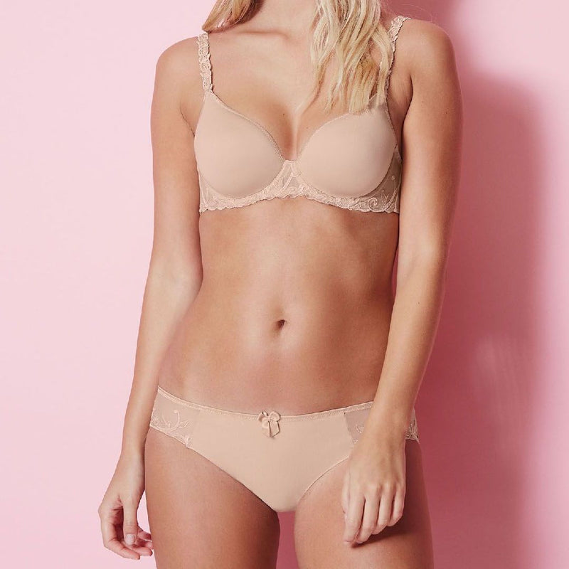 Simone, Perele, Andora, seamless, rio brief, low cut knicker, nude, beige colour, bow in the centre front, with embroidery on both sides. and full bottom coverage, Caroline Randell