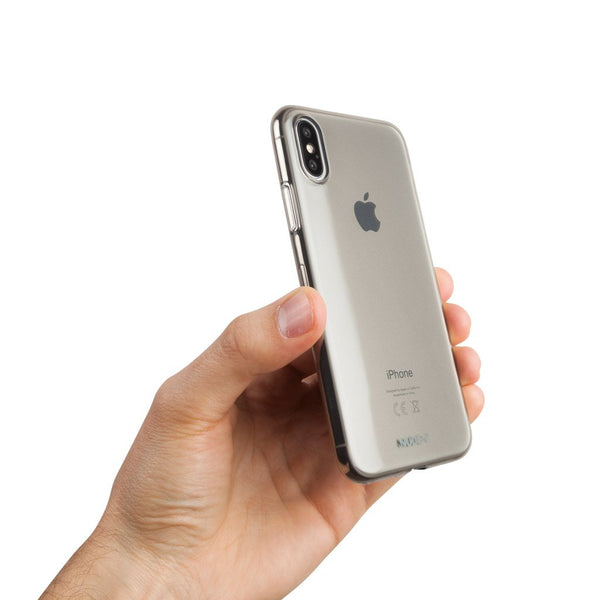 Une coque fine et transparente pour iPhone XS - Black transparent