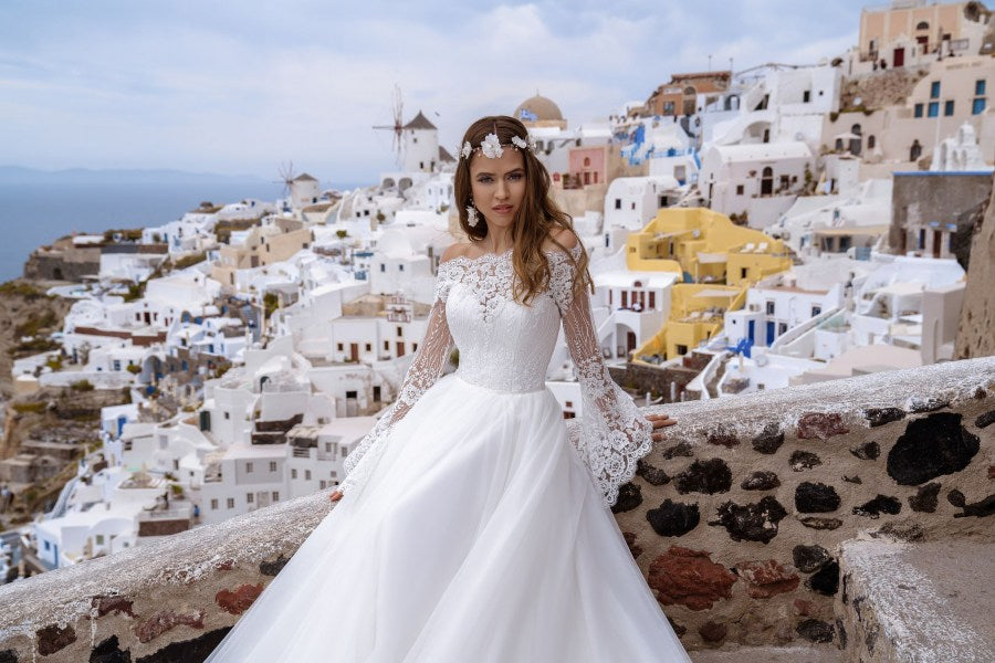 Romantic wedding dress with puffy skirt-train. Bell sleeves – is a special element of this dress, which adds charm and element of mystery.  You have chosen the model with a veil. We recommend to this dress the veil F-059.
