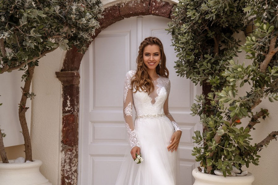 "Luxurious wedding set, consisting of the dress in ""mermaid"" silhouette and removable skirt-train. The back of the dress is decorated with gorgeous low-cut. Embroidered coupon on the bottom of removable skirt perfectly completes the look, making it more unique.  You have chosen the model with a veil. We recommend to this dress the veil F-063."