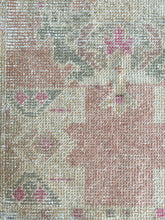 Load image into Gallery viewer, Vintage Turkish Rug - 1'9 x 3'2