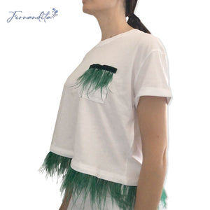 T-shirt cropped piume