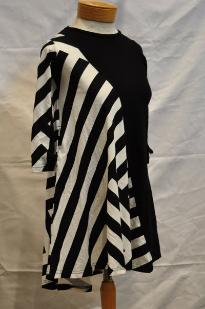 NWT Nununu Black White Striped Dress 4-5 Girls