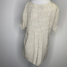 Load image into Gallery viewer, DR2 by Daniel Rainn Short Sleeve Pinch Rayon Blouse in Ivory Size L (Petite) (NWT)
