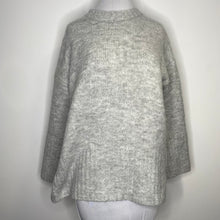 Load image into Gallery viewer, Topshop Super Soft Deep Hem Crewneck Sweater Size 2