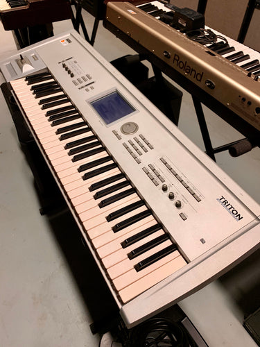 Korg Triton (Sherwood Backline)