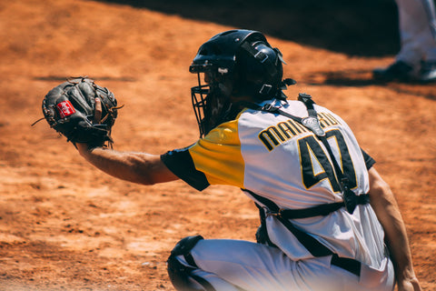 How to remove odor from a baseball glove