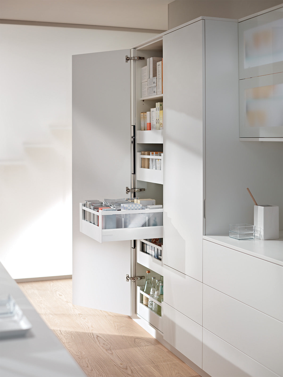Blum Antaro Space Tower - White with Glass Inserts