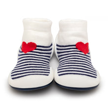 "Load image into Gallery viewer, Komuello Toddler Shoes ""Heartbreaker"""