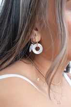 Load image into Gallery viewer, Intersect Earring / mother of pearl