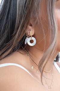 Intersect Earring / mother of pearl