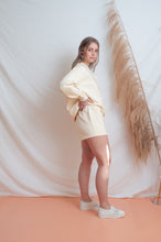 Load image into Gallery viewer, Classic Fleece Short / cream
