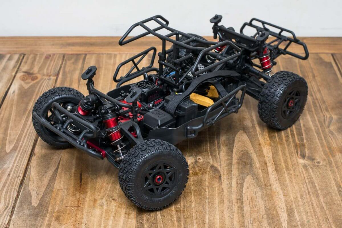 Arrma Senton 6S review chassis and body mounts