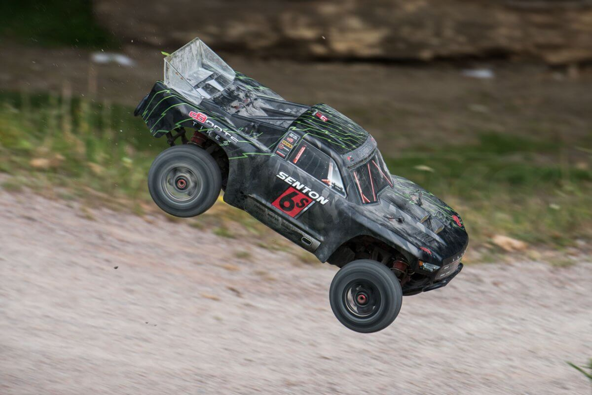 Arrma Senton 6S review coming into land