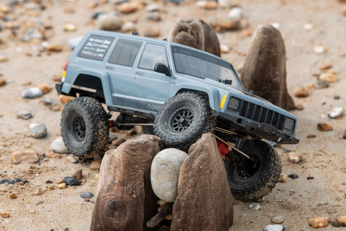 Axial SCX10 II Review Jeep Cherokee beach articulation