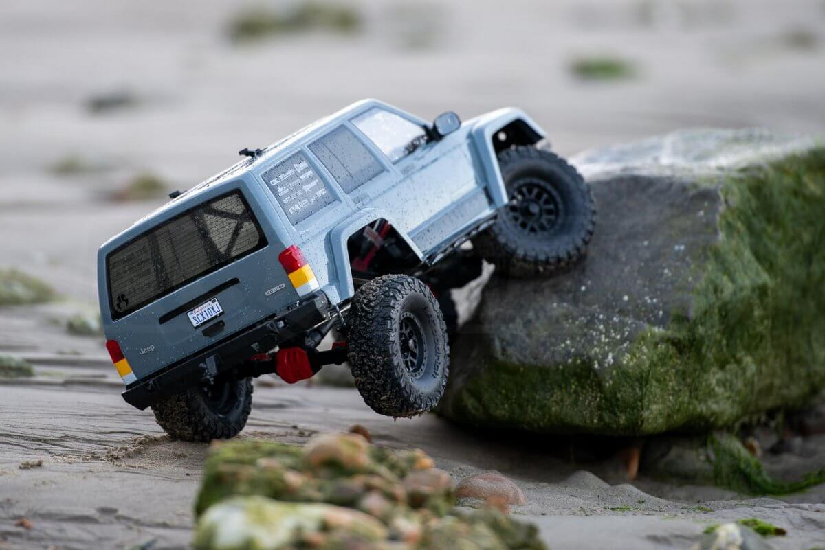 Axial SCX10 II Review Jeep Cherokee beach limpet