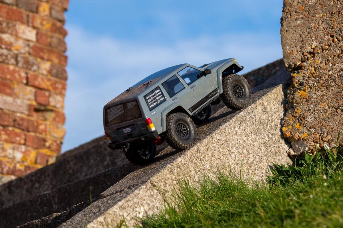 Axial SCX10 II Review Jeep Cherokee crawling 45 degree
