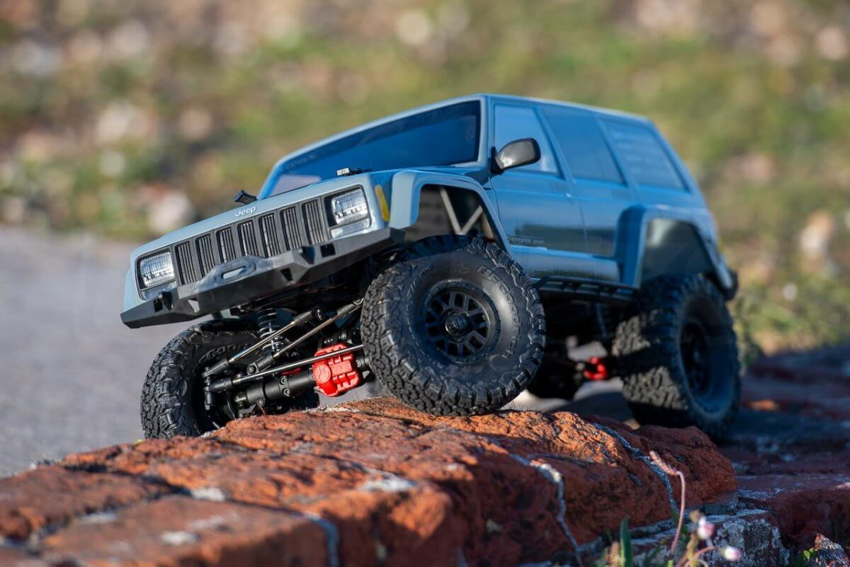 Axial SCX10 II Review Jeep Cherokee crawling front left