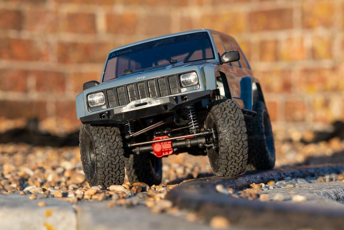 Axial SCX10 II Review Jeep Cherokee crawling on rails 2