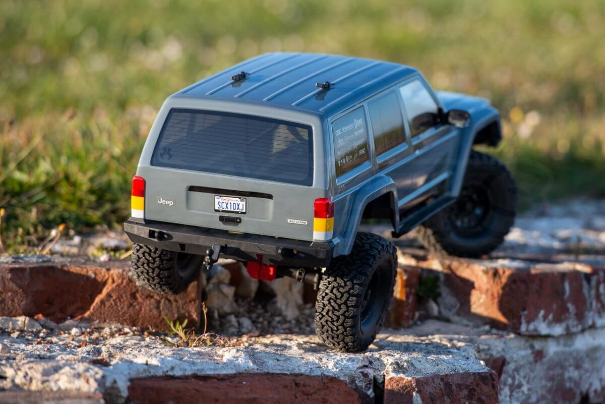 Axial-SCX10-II-Review-Jeep-Cherokee-crawling-stairset