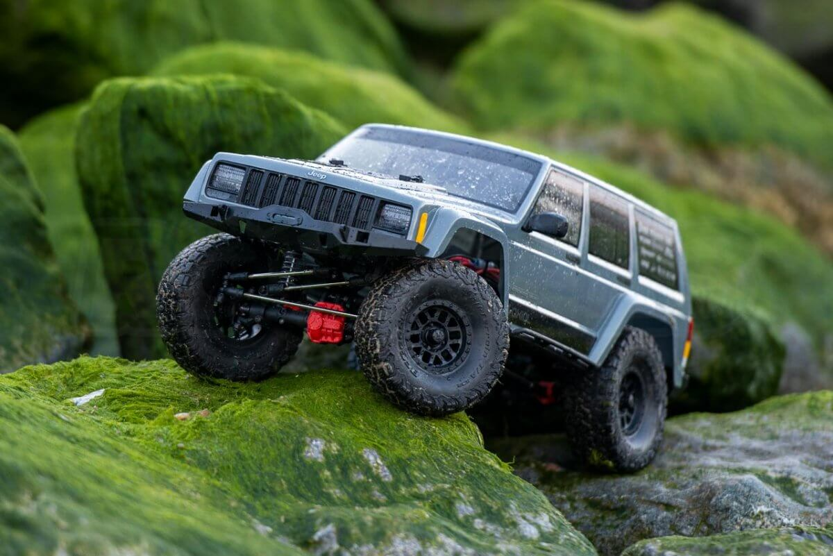 Axial SCX10 II Review Jeep Cherokee green rock climbing front