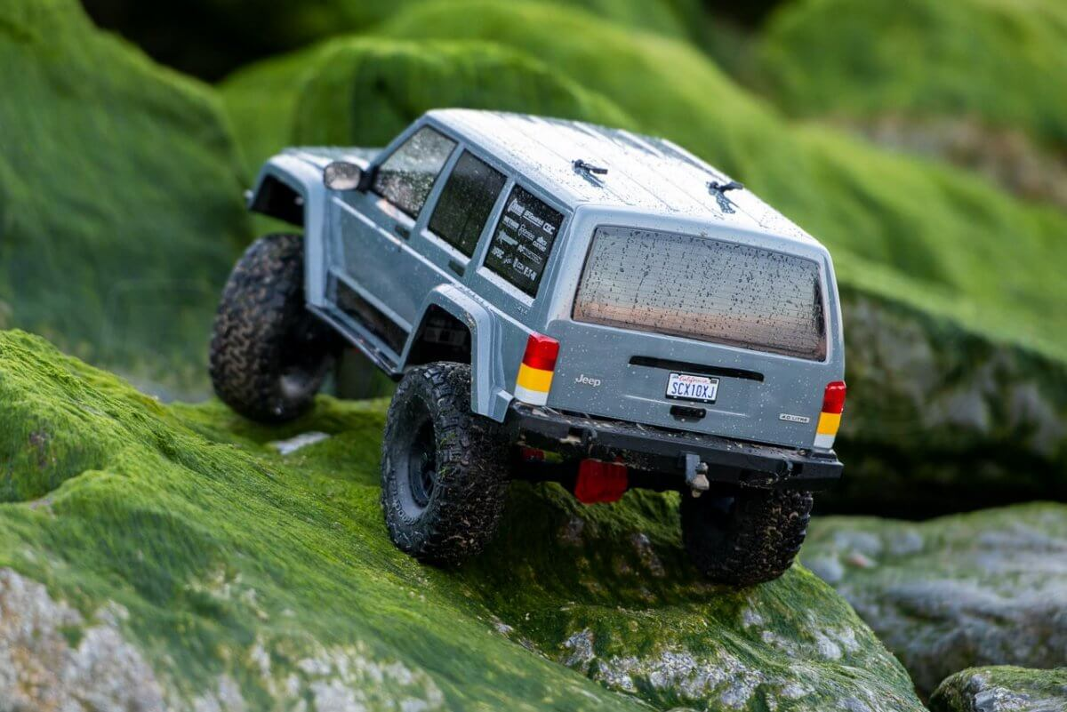 Axial SCX10 II Review Jeep Cherokee green rock climbing rear