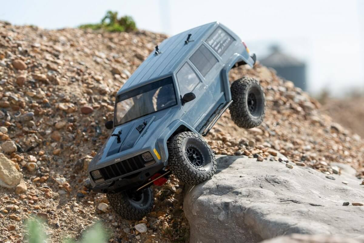 Axial SCX10 II Review Jeep Cherokee crawling rear climbing