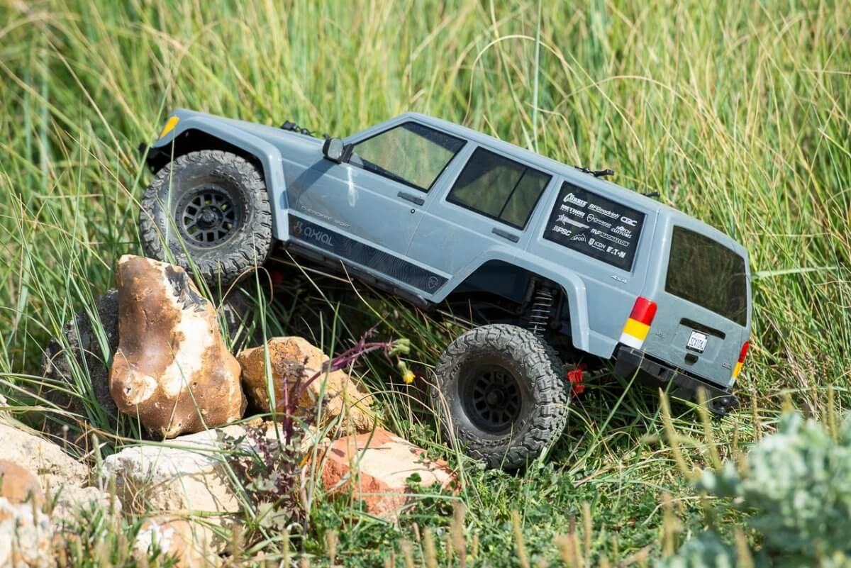 Axial SCX10 II Review Jeep Cherokee long grass